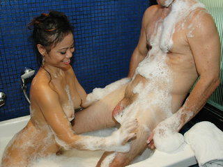 Rubdown and blow-job by Filipina Rorie